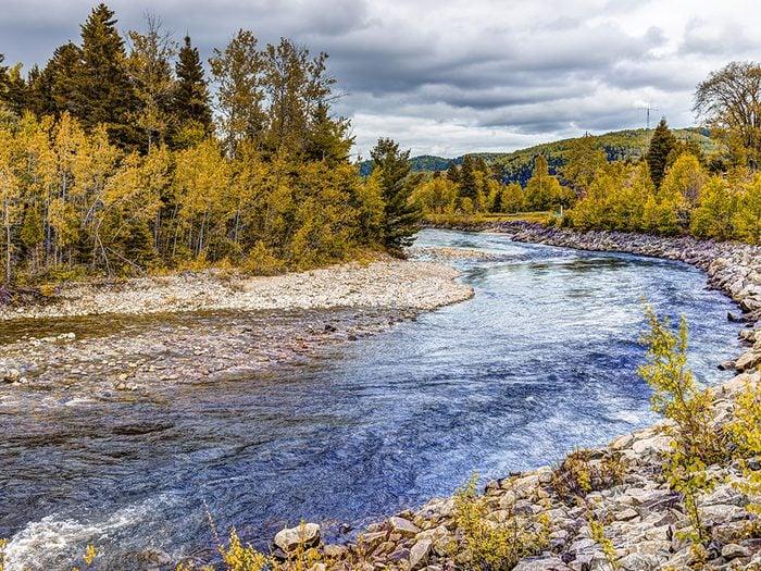 La rivière Petit-Saguenay est l'un des panoramas à couper le souffle au Québec.