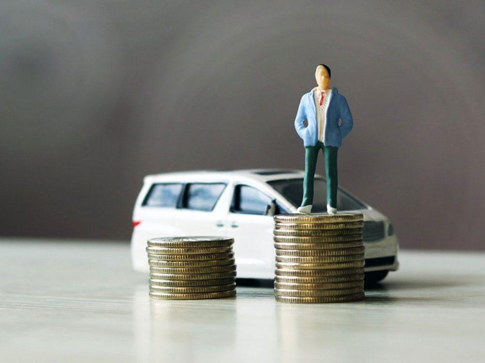 Ne payez pas en argent comptant pour la location d'une auto car votre carte de crédit offre souvent l'assurance pour une voiture louée.