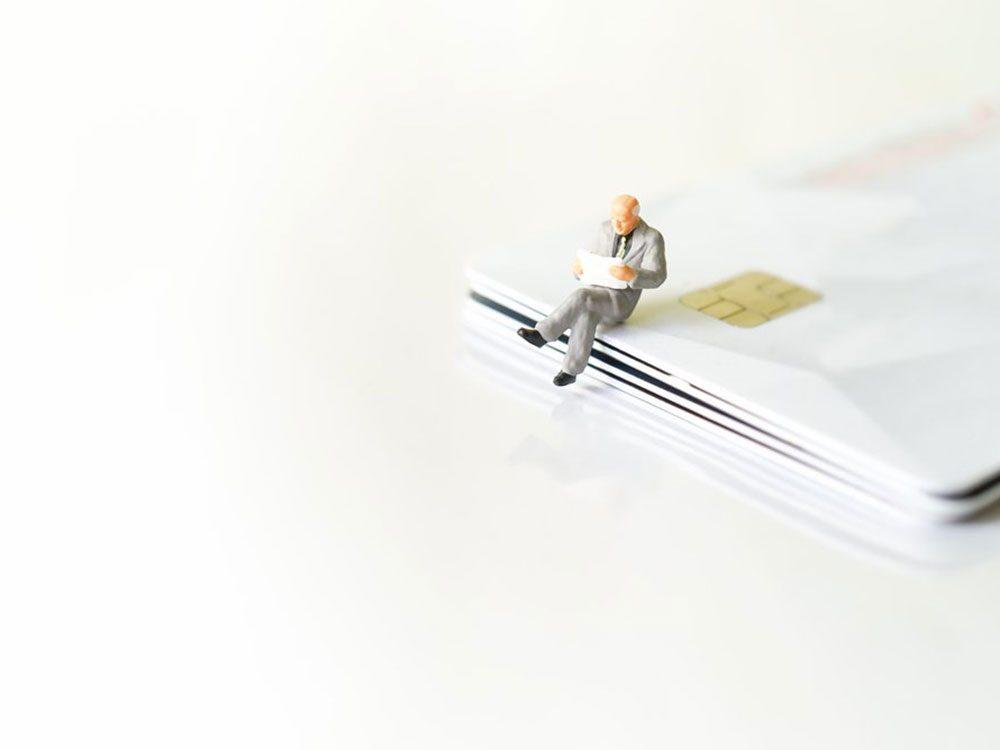 Ne payez pas en argent comptant pour redorer votre cote de crédit.