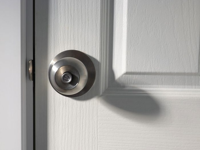 Les poignées de porte peuvent vous rendre malade.