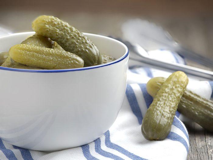 Les aliments vinaigrés, marinés ou saumurés sont à éviter si vous avez un rhume ou une grippe.
