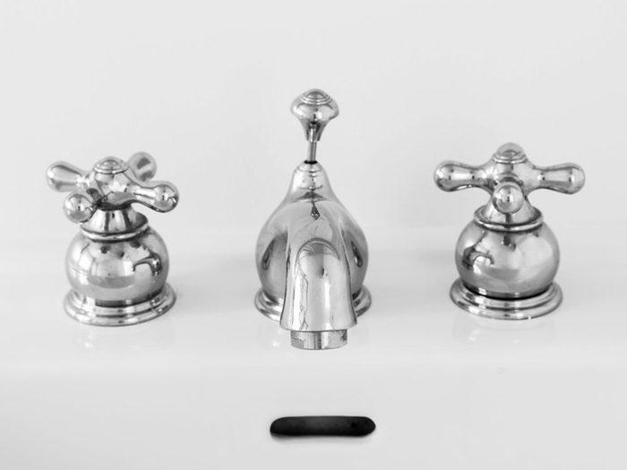 Les poignées de robinet peuvent transmettre le rhume et la grippe.