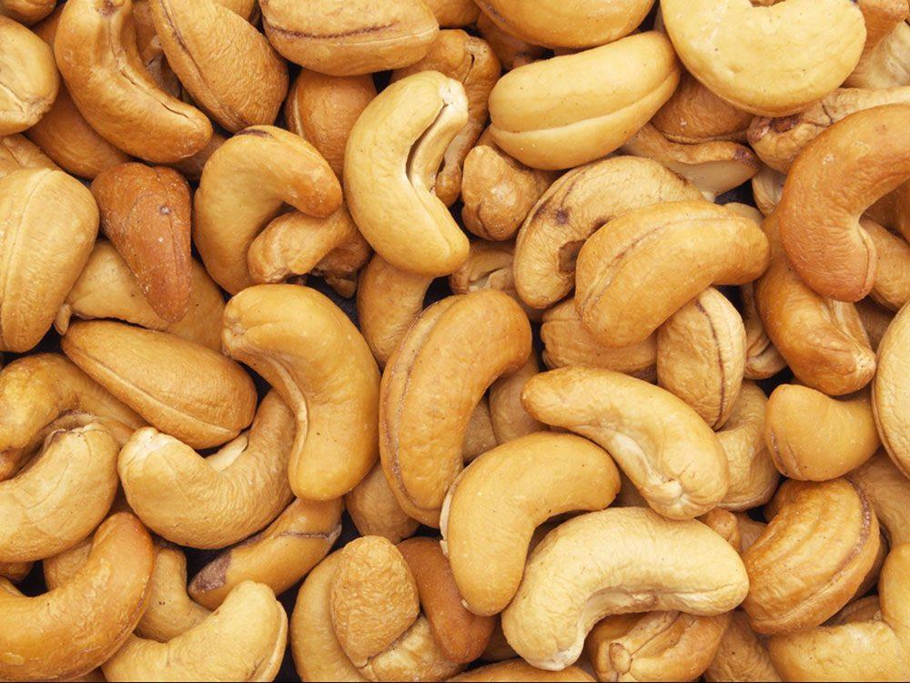 Manger plus de noix est bon pour la santé des os.