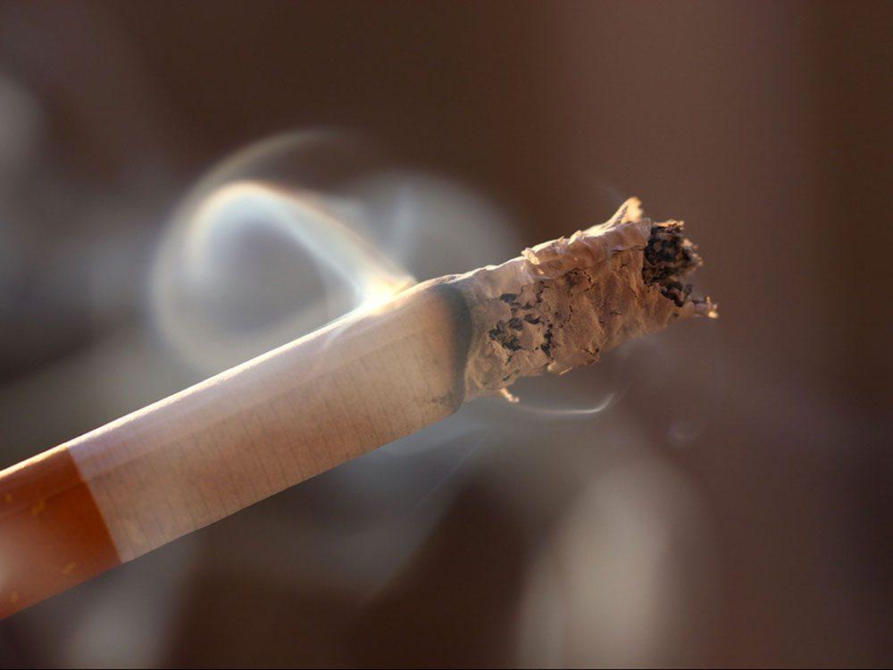 Arrêter de fumer est bon pour la santé des os.