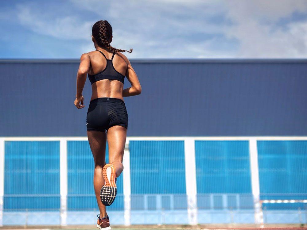 Courir (vite!) est bon pour la santé des os.
