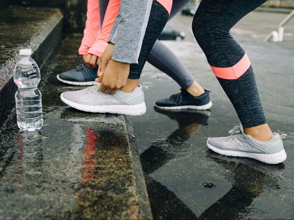 Porter les bonnes chaussures est bon pour la santé des os.