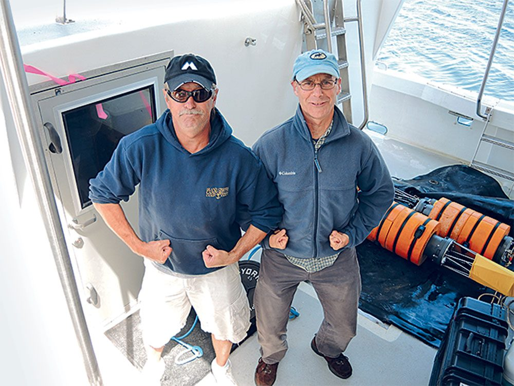 Sauvetage de baleines: Joe Howlett avec Philip Hamilton, le scientifique en chef du Shelagh.