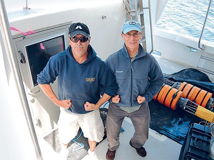 Sauvetage de baleines: Joe Howlett avec Philip Hamilton, le scientifique en chef du Shelagh.