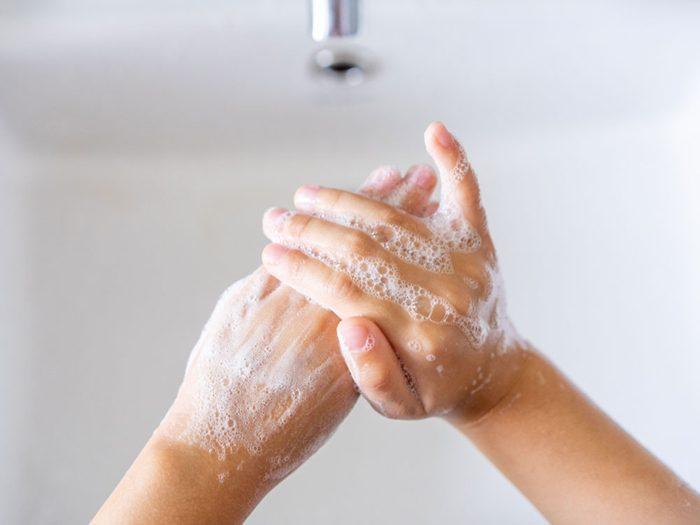 Développer l'habitude de se laver les mains.