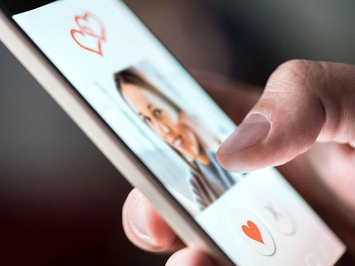 Les sites et applications de rencontres ne tiennent pas ou peu leurs promesses de tremplin vers le bonheur conjugal.