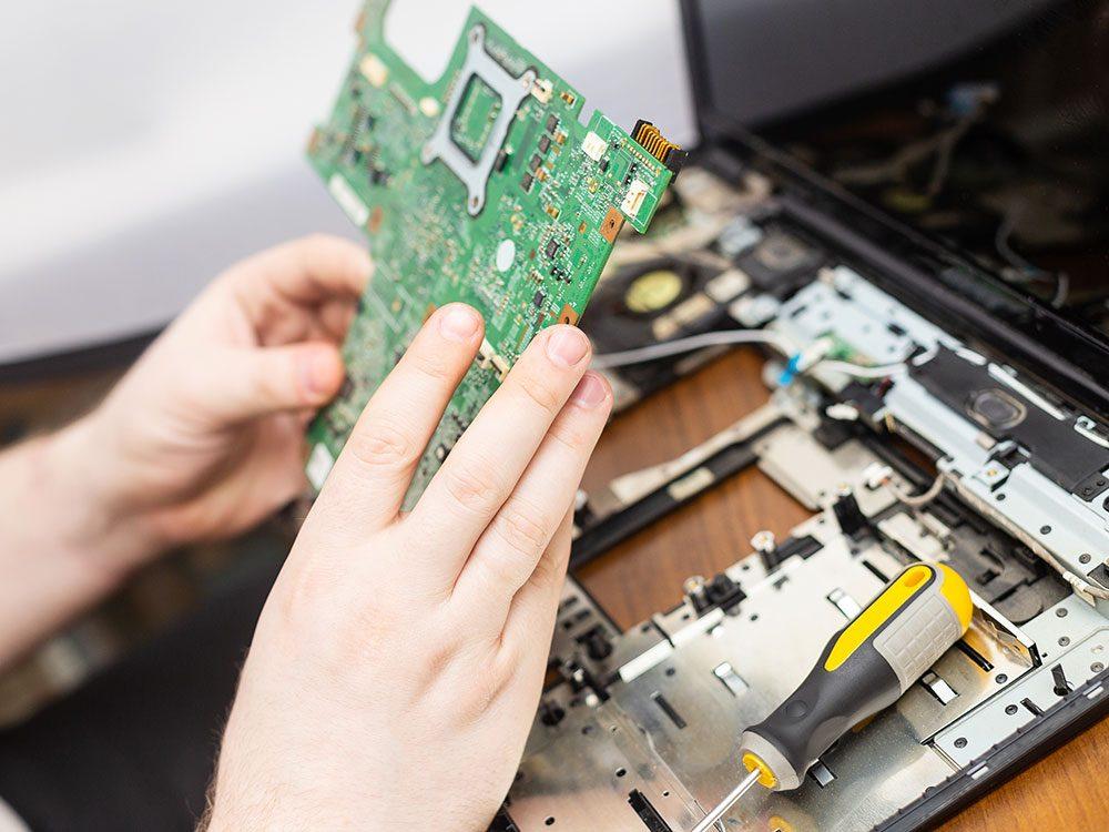 Utiliser l'ordinateur: les garanties prolongées valent-elles le coût?
