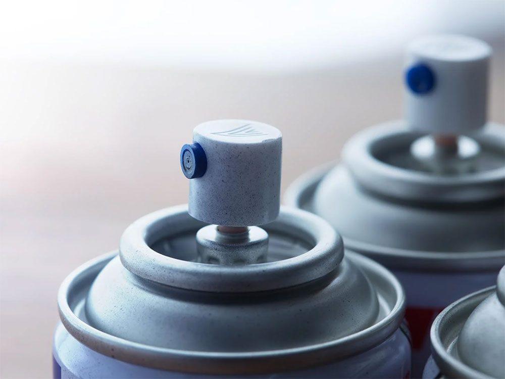 Le matériel nécessaire pour la lubrification de la voiture.