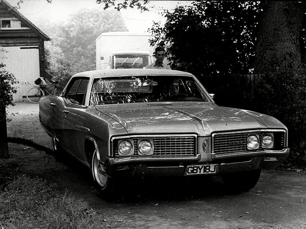 La Buick Electra est une voiture vintage.