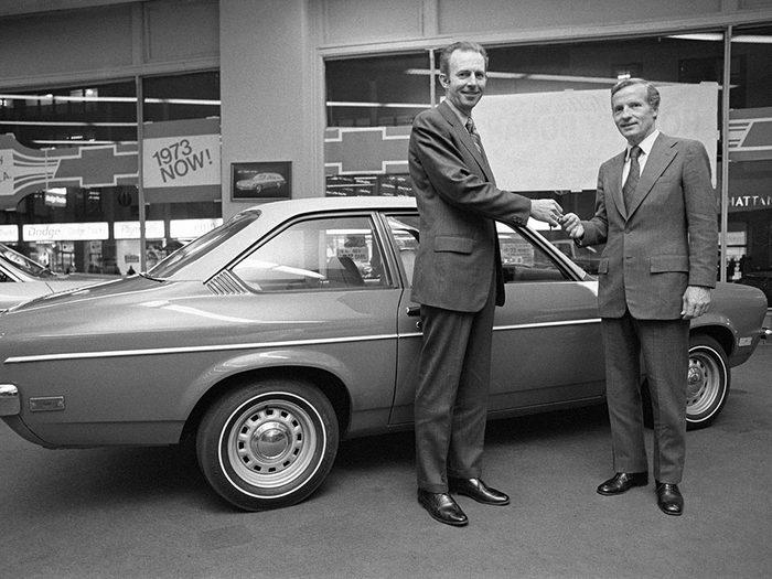 La Chevrolet est une voiture vintage.