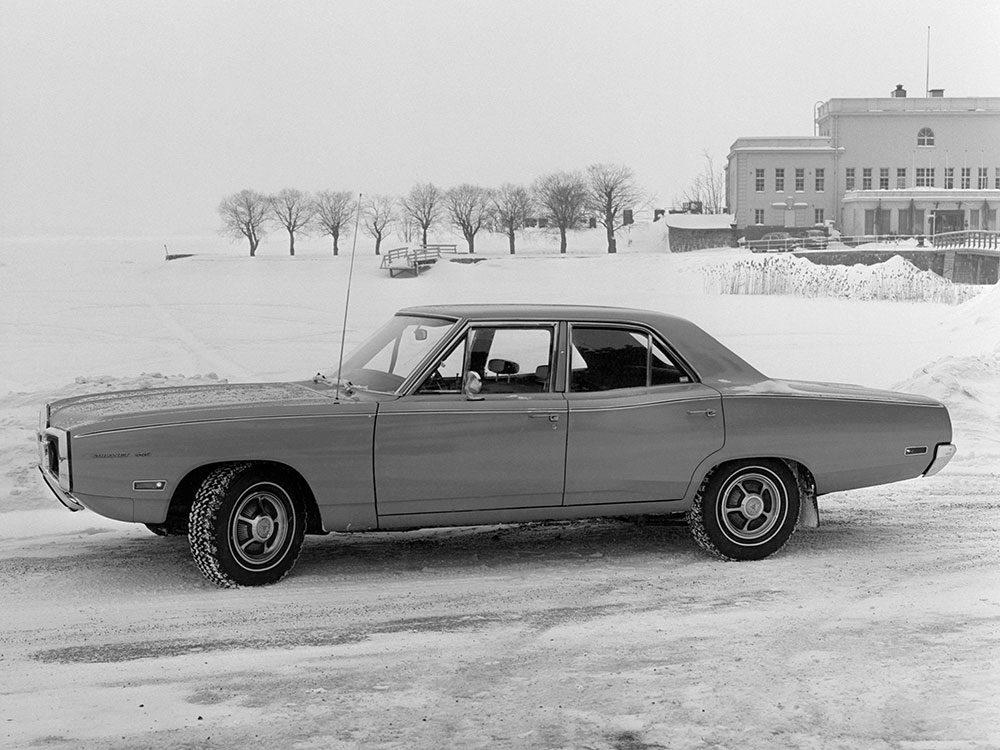 La Dodge Coronet est une voiture vintage.