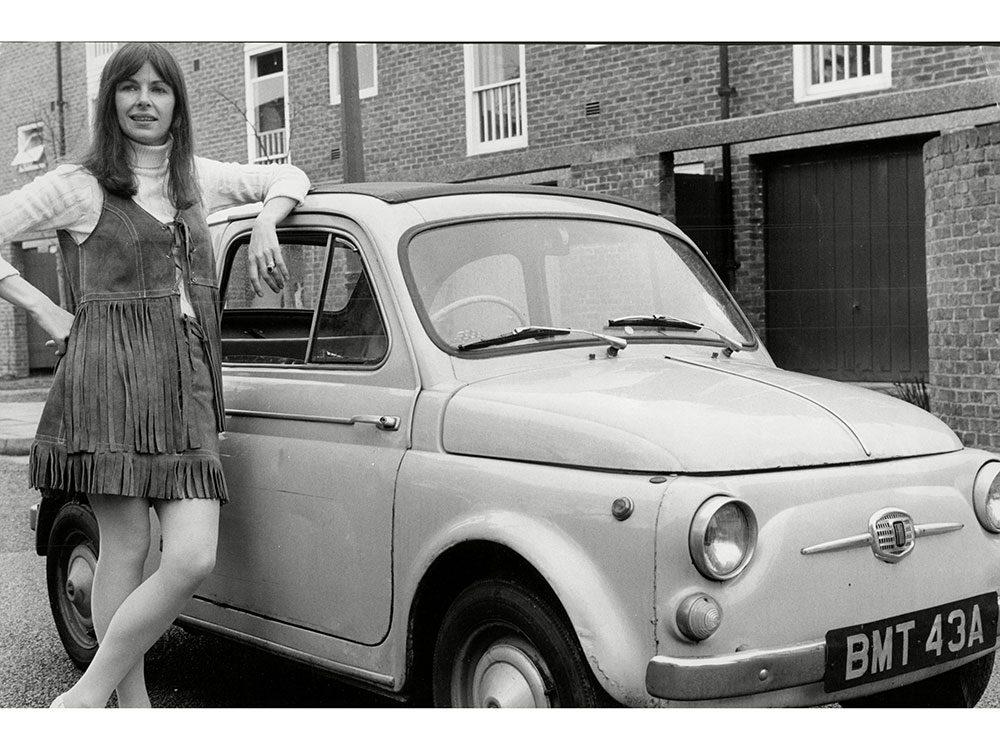 La Fiat 500 est une voiture vintage.
