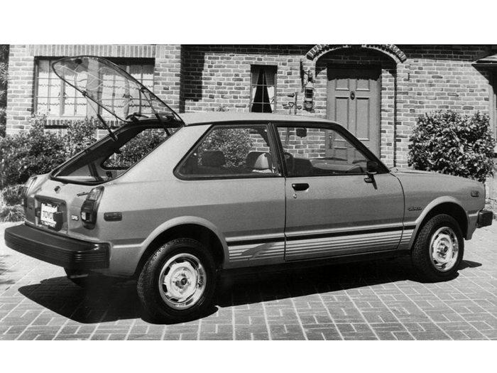 La Toyota Tercel est une voiture vintage.