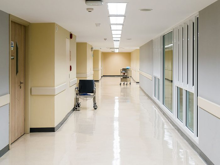 Vulnérabilité: Cheryl est morte le lendemain, paisiblement, m'ont dit les infirmières, avec deux amis près d'elle.