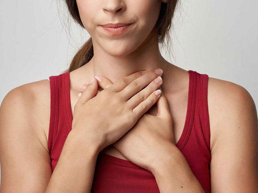 Autre symptôme du cancer de la gorge:des altérations dans la voix.