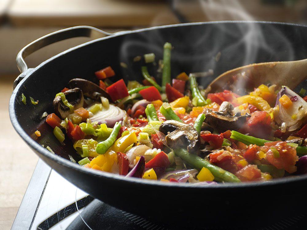 Pour manger plus de légumes, faites-les sauter.