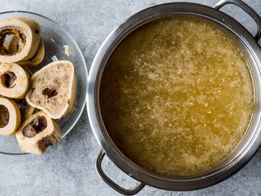Le bouillon d'os est l'un des aliments populaires maintenant, mais pas il y à 100 ans!