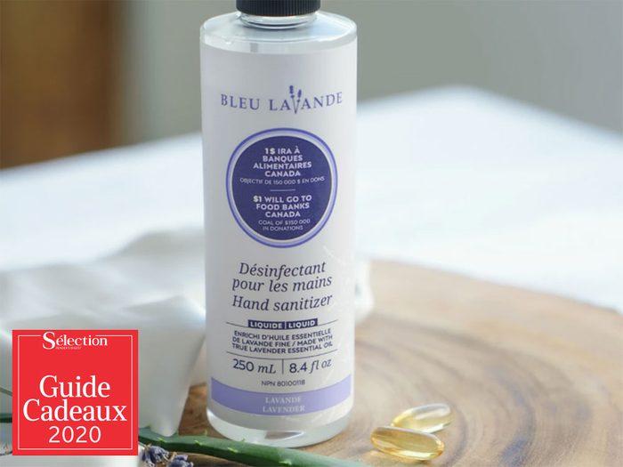 Le désinfectant liquide pour les mains à la lavande fait partie des idées de cadeaux de Noël.