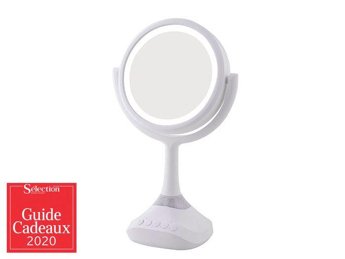 Le miroir avec haut-parleur Bluetooth fait partie des idées de cadeaux de Noël.