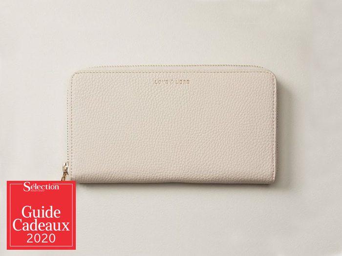 Le portefeuille Love & Lore fait partie des idées de cadeaux de Noël.