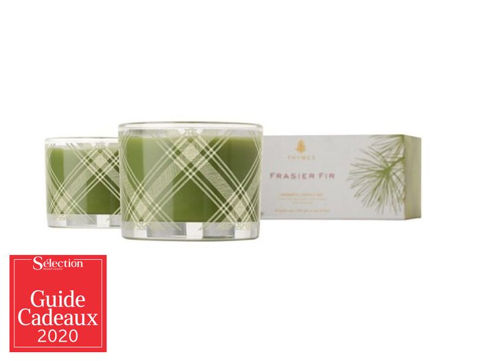 L'ensemble de bougies Thymes parfumée au sapin fait partie des idées de cadeaux de Noël.