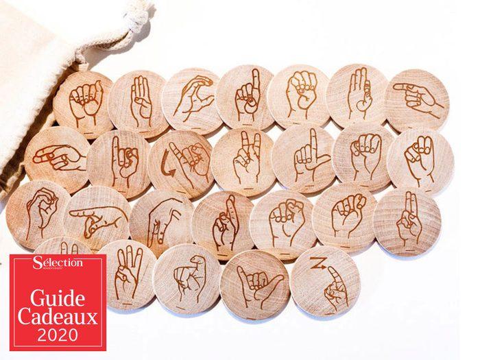 Le kit jeu «Langue des signes» fait partie des idées de cadeaux de Noël.