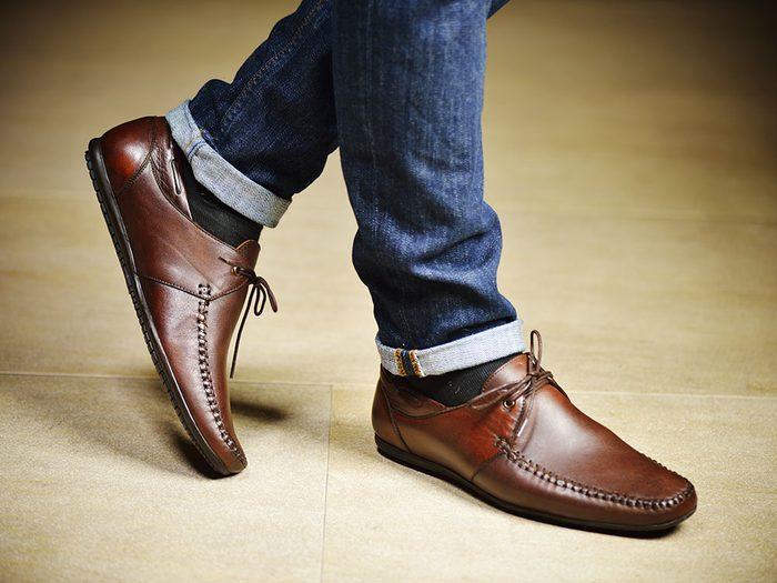 Faites quelques pas dans le magasin avant d'acheter vos chaussures.