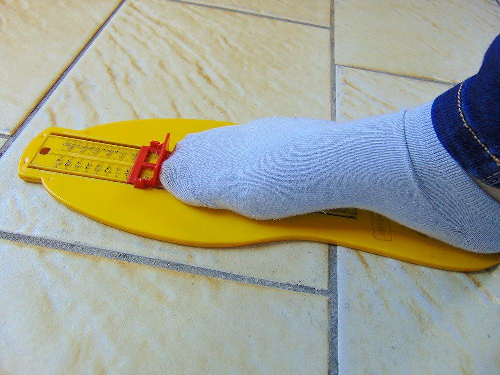 Le pédimètre détermine votre pointure de chaussures.