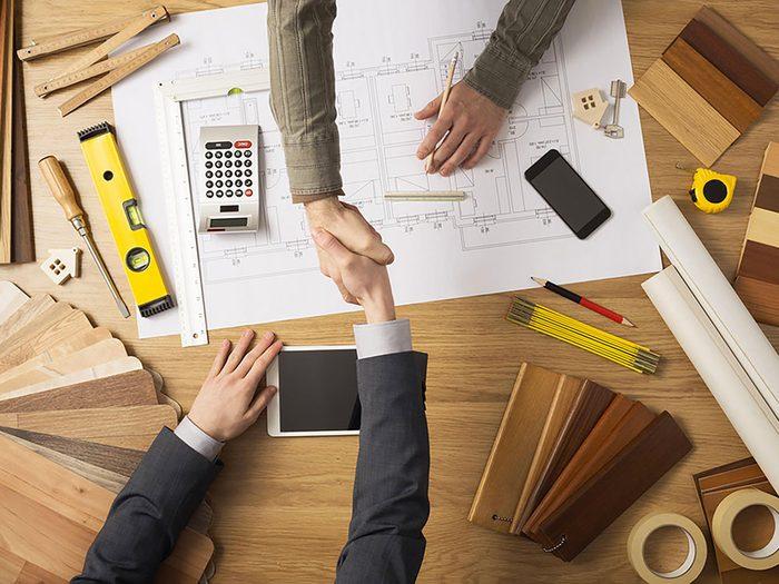 Un courtier immobilier consielle de faire appel à des entrepreneurs qualifiés.