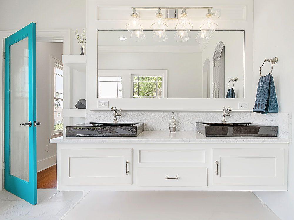 Un courtier immobilier évite les cuisines et salles de bains trop chères.