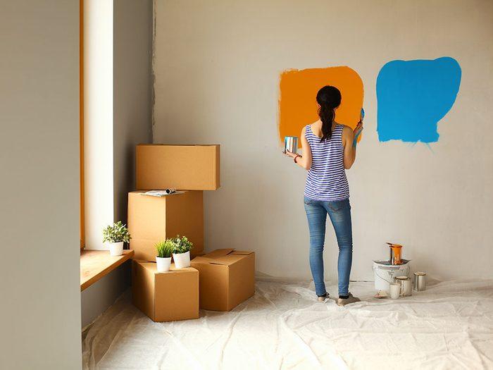 Un courtier immobilier évite les couleurs foncées ou très fortes.