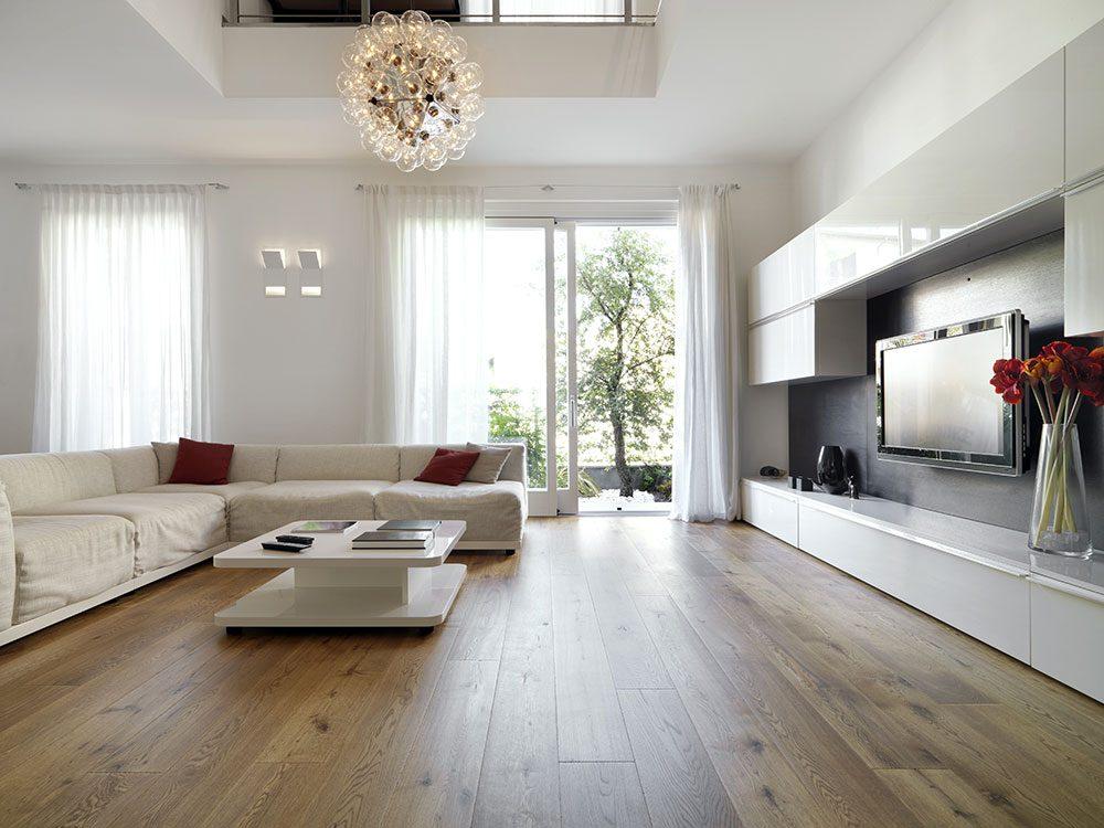 Un courtier immobilier déconseille les installations de planchers dépareillés.