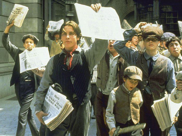 Newsies est l'un des films au palmarès des pires erreurs historiques.