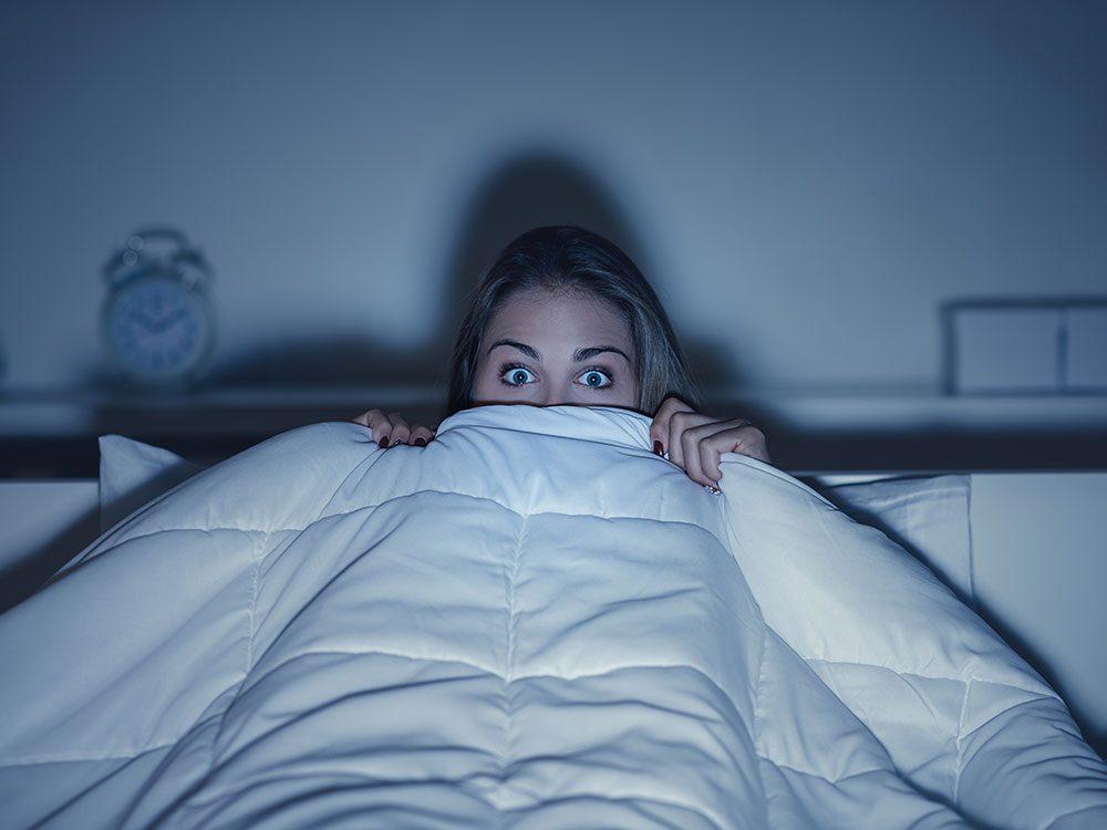 Ces 7 choses se produisent dans votre corps quand vous regardez un film d'horreur.