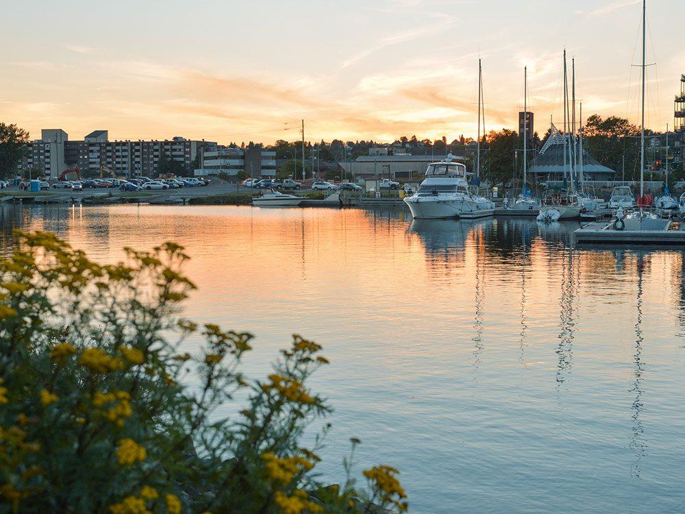 Thunder Bay, à l'époque Port Arthur en Ontario, a été le premier endroit au monde à introduire l'heure d'été.