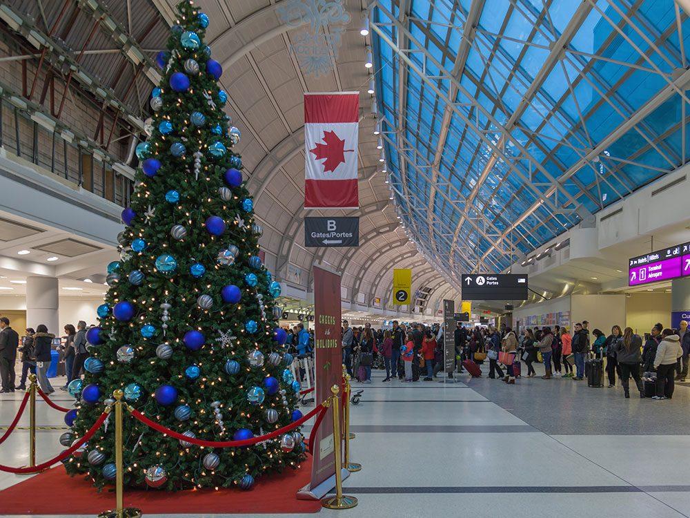 Évitez les imprévus des fêtes si vous voyagez car les aéroports canadiens débordent à cette époque.
