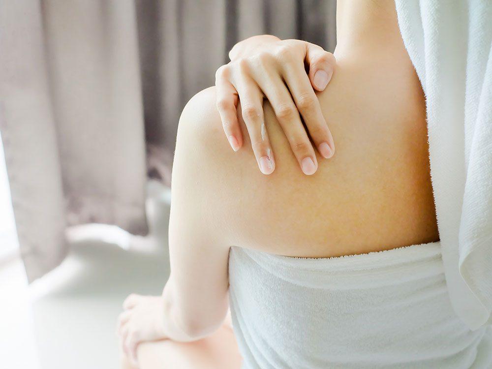 Essayez une bonne friction contre le mal de dos.