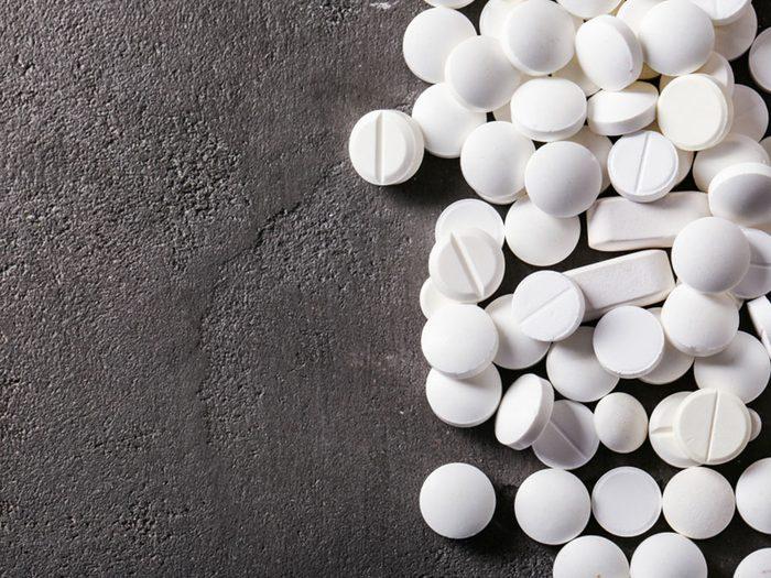 Essayez les remèdes en vente libre contre le mal de dos.