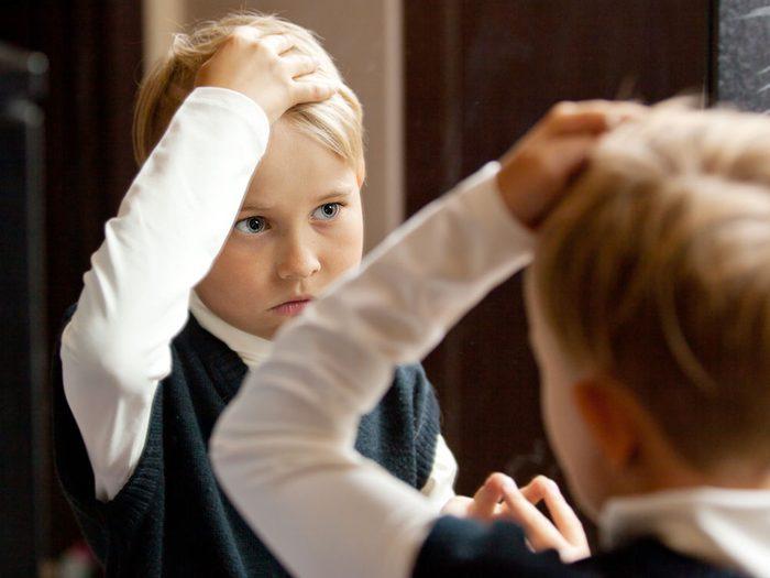 Les enfants auraient tendance à moins mentir quand ils sont devant leur propre reflet.