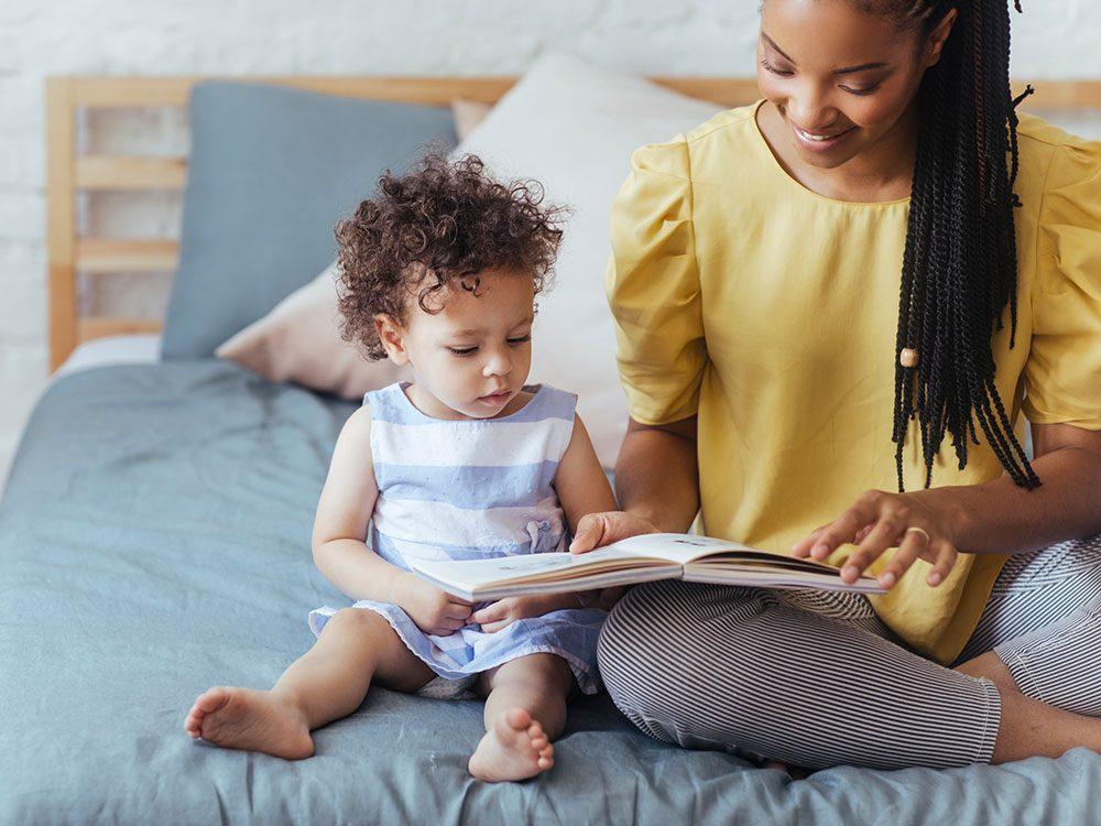 Les histoires qui font l'éloge de la vérité ont tendance à encourager l'honnêteté chez les enfants.