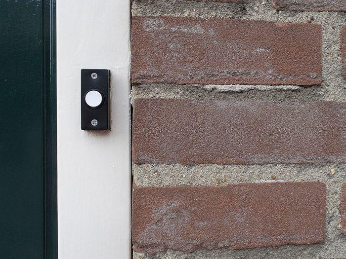 Les milléniaux ont fait disparaître les sonnettes de porte.