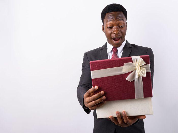 Pour Noël, n'offrez pas de cadeau trop ou pas assez cher!