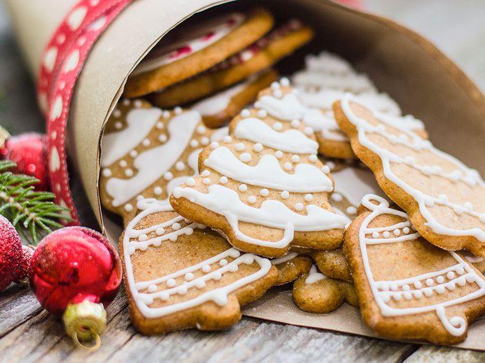 Le père Noël sait faire de la pâtisserie.