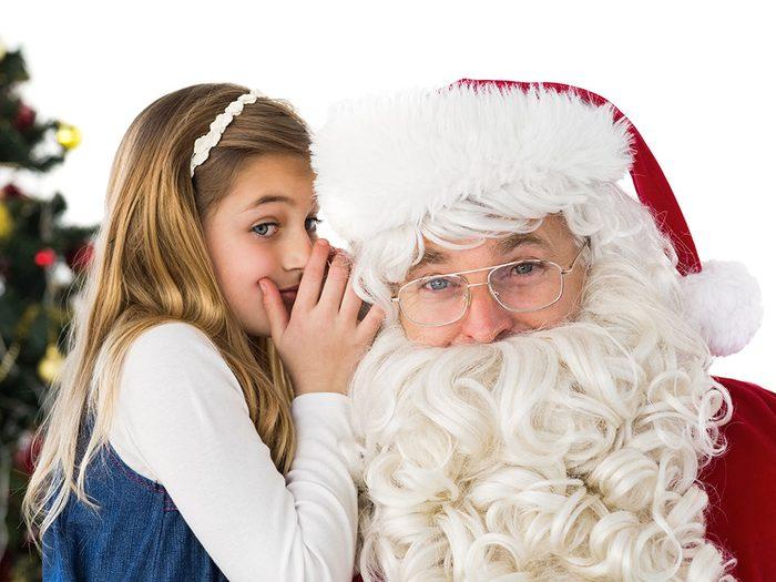 Un père Noël un peu sourd.