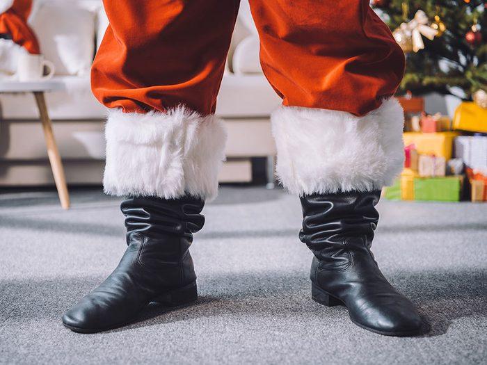 «Tout de même, c'est bizarre. Le père Noël porte les souliers de papa!»