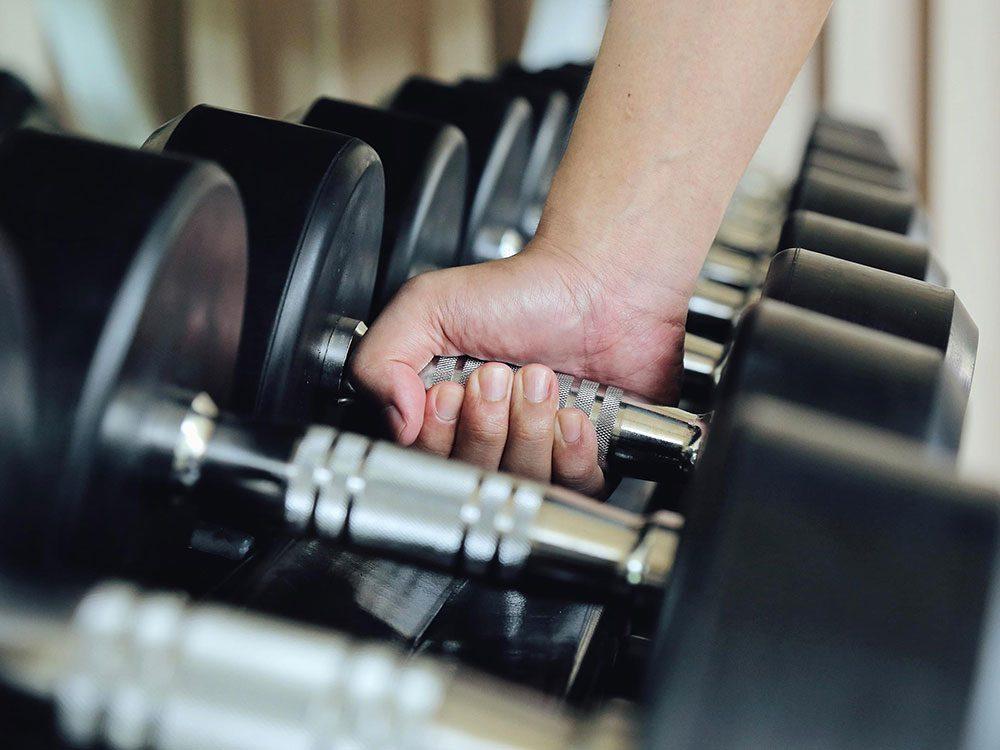 Une perte musculaire (sarcopénie) peut être la cause de votre perte de poids inattendue.